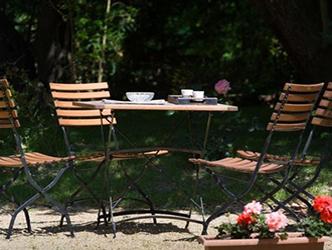 Le jardin clos, calme et verdoyant